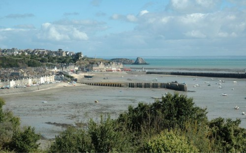 800px-France_Cancale_bordercropped.jpg